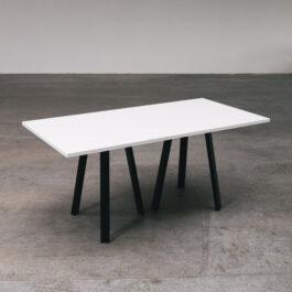 Dreibein Tisch, lang, weiß